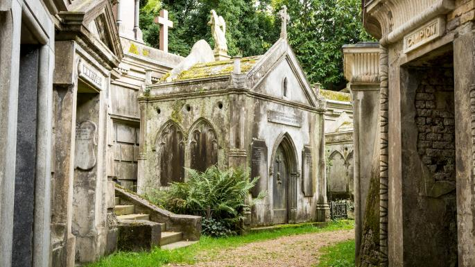 Highgate Cemetery where to visit in London off the beaten track
